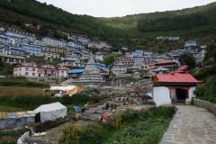 Namche Bazaar, sherpa-huvudstaden med en befolkning på ungefär 1600 personer.