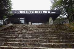 Entrén till Hotel Everest View.