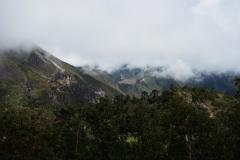 Det var för molnigt för att se Mount Everest från uteplatsen på Hotel Everest View idag. Däremot syntes byn Phortse.