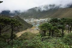 En första skymt av byn Khumjung.
