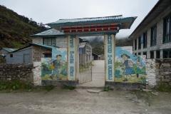 Skolan i Khumjung som byggdes av Sir Edmund Hillary år 1961.