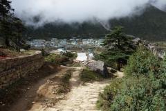 Utsikt över en del av Khunde på min vandring tillbaka ner till Namche Bazaar.