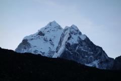 Ama Dablam (6812 m) i soluppgången från Pheriche.