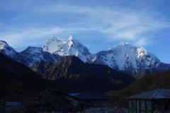 Kantega (6782 m) och Thamserku (6623 m) i soluppgången från Pheriche.