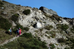 Sherpas tar en vilopaus på Pheriche-passet.
