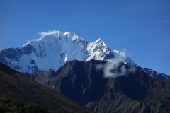 Thamserku (6623 m) sedd från leden mellan Somare (4010 m) och Pangboche (3930 m).