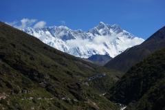 Lhotse-massivet med byn Somare (4010 m) i förgrunden.