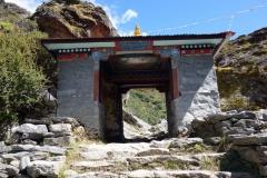 Vackert monument mellan Pangboche(3930 m) och Tengboche (3860 m).