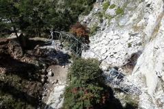 Mast vid bron som rasat i samband med jordbävningen 2015.