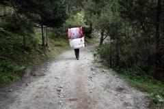 Sherpa i närheten av byn Sanasa.