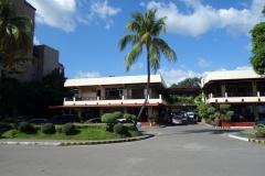 Sutuwaki restaurant till vänster och Lorenzo's café till höger, Ormoc.