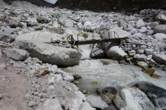 En gammal bekantskap, bron över Lobuche-floden vid Dughla.