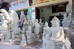 Företag på gatan där jag bor som tillverkar Buddha-statyer, Phnom Penh.