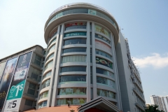 Sorya Center Point shopping mall, Phnom Penh. Jag trodde detta var nybyggt. Vid närmare efterforskning visade det sig vara byggt år 2002.