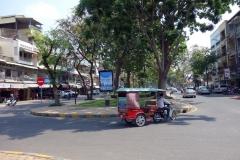 Gatuscen i centrala Phnom Penh.