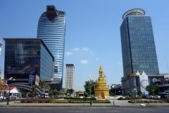 Vattanac Capital Tower till vänster och OCIC Tower (Canadia Bank) till höger, Phnom Penh.