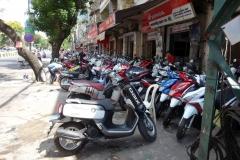 Motorcykel-affärer på rad, Phnom Penh.