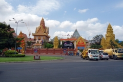 Wat Ounalom från Riverside, Phnom Penh.