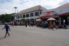 Gatuscen utanför Stone Town. Här är jag på väg att leta Dalla-Dalla till Mwanakwerekwe market för att sedan därifrån byta Dalla-Dalla för att ta mig till Jambiani på östkusten. Zanzibar Town, Unguja.