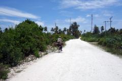 Promenaden ner till byn, Jambiani.