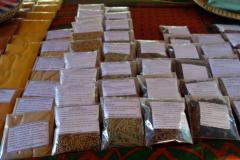 Mängder av förpackade kryddor, Dole spice farm, Unguja.