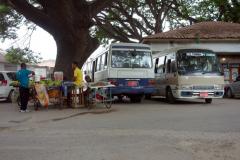 Efter en hel del letande hittade jag till slut Dalla-Dalla-stationen för Dalla-Dallas (nummer 407) till Fumba, Zanzibar Town, Unguja.