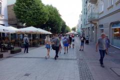 Gatuscen längs huvudgatan Bohaterów Monte Cassino, Sopot.