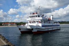 Passagerarfärja lägger till vid Sopot Pier.