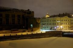 Utsikten i gryningen från mitt hotellrumsfönster över Mojka-kanalen, Sankt Petersburg.