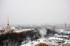 Utsikten från kolonnaden mot vinterpalatset och palatstorget, St. Isaac's Cathedral, Sankt Petersburg.