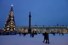 Alexanderkolonnen med Vinterpalatset i bakgrunden, Sankt Petersburg.