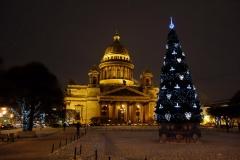 Kvällsbild på vackra St. Isaac's Cathedral, Sankt Petersburg.
