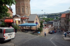 Innan avfärd i morse utanför Envoy Hostel med dagens färdmedel till vänster i bild, Tbilisi.