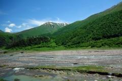Kaukasus-bergen vid Jvari Pass.