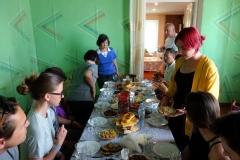 Katie berättar om de traditionella georgiska maträtterna vi ska prova, Stepantsminda.