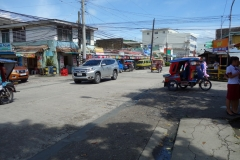 Gatuscen längs Real Street i centrala Tacloban.