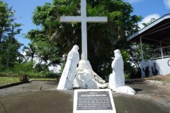 Statyer som visar Jesus sista vandring mot korsfästelsen, Stations of the cross, Cavalry Hill, Tacloban.