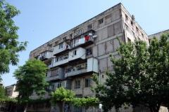 Gammalt sovjetiskt bostadshus i centrala Tbilisi.