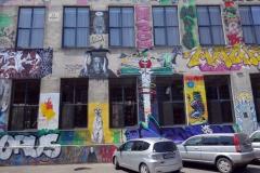 Graffiti på fasaden, Fabrika, Tbilisi.