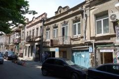 Ej renoverad Art Nouveau-arkitektur längs Lev Tolstoi Street, Tbilisi.