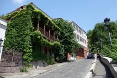 Fina traditionella hus med snidade träbalkonger, Tbilisi.