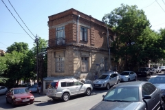 Gatuscen nära mitt boende längs Belinski street, Tbilisi.