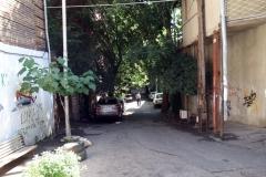 Skum sidogränd från Mikheil Zandukeli street, Tbilisi.