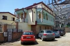 Bostadshus med snidad träbalkong, Tbilisi.