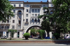 Stalinistisk arkitektur längs Nikoloz Baratashvili Streets, Tbilisi.