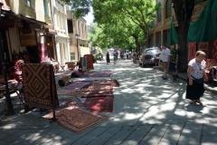 Persiska mattor till försäljning längs gatan Erekle II, Tbilisi.