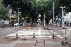 Gatuscen längs Rothschild Boulevard, Tel Aviv.