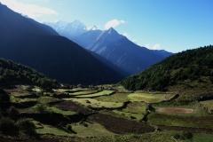 Precis över krönet ovanför Namche Bazaar med Kantega (6782 meter) i bakgrunden.