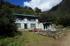 Mona Lisa Lodge and Restaurant längs EBC-trekken mellan Namche Bazaar och Tengboche.