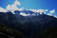 Bergen öster om leden längs EBC-trekken mellan Namche Bazaar och Tengboche.